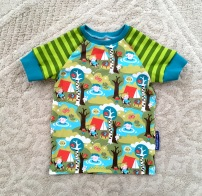 Noah picked this 'camping' fabric online and really loved it when I made him a shirt about two years ago. Back then he added red cuffs. When we retired that shirt and gave it to Niki, he really wanted a new one, but with turquoise cuffs :-)